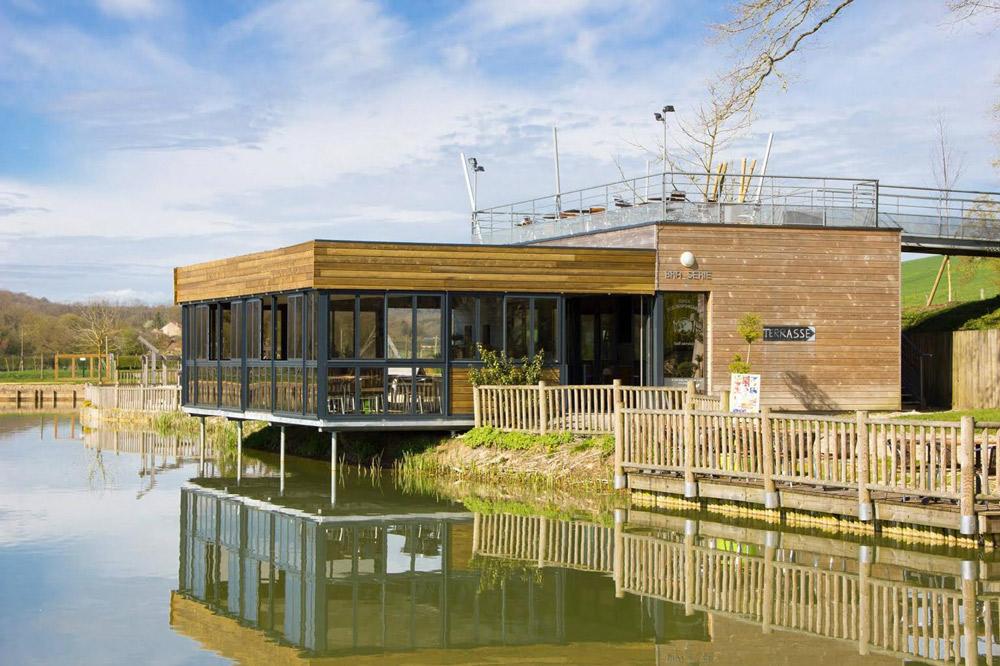 Le Domaine de Vendresse, site de loisirs des Ardennes, vient d'inaugurer la nouvelle terrasse de la brasserie du Haut-Fourneau.